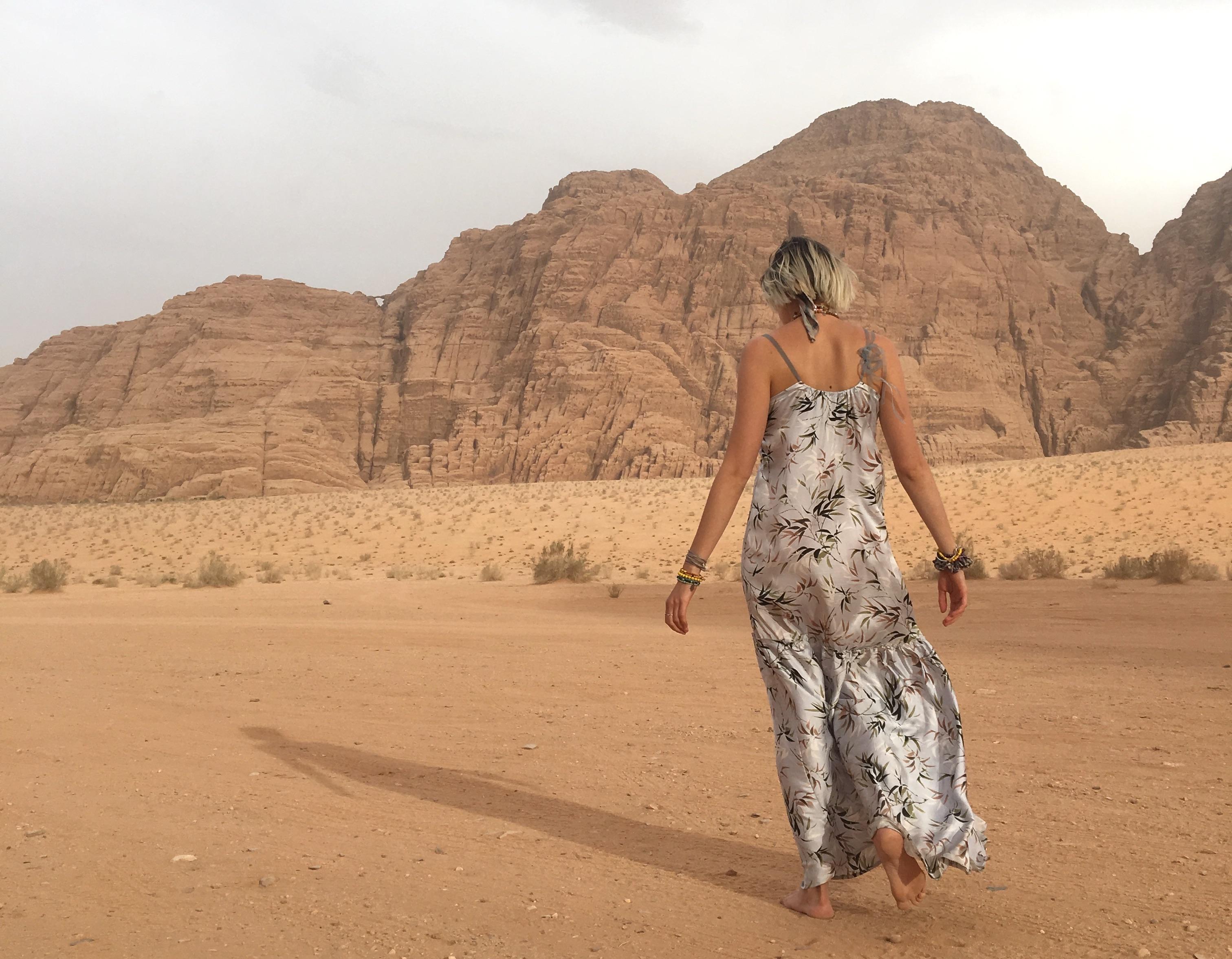 The desert of Jordan // Traveling Petra and Wadi Rum